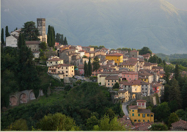 Barga Italy  City new picture : Bellissama a wonderful view of Barga from further up the Il Ciocco ...