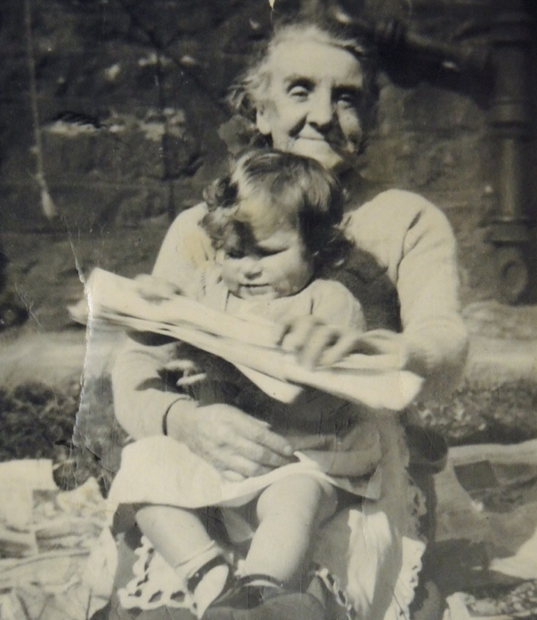 0b39605559736 Lillias Cleary with her granddaughter Janette Hewitt Stanton Brannan